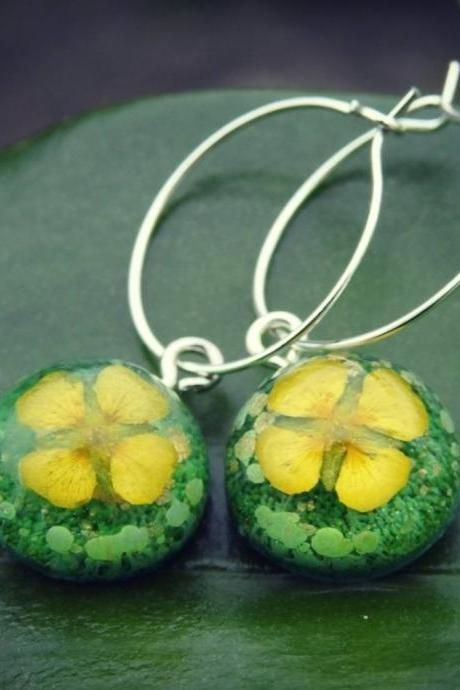 Green Resin Droplet Hoop Earrings With Real Flowers