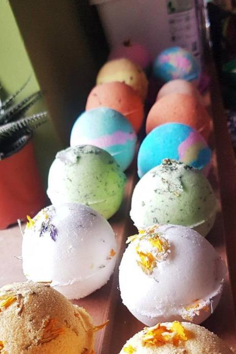DEAL - Three Bath Bombs for Fifteen Euro